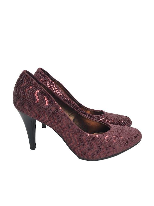 Zapatos Michelle Belau de textil guinda con mostacillas, taco 9cm. Estado 9/10 foto 1