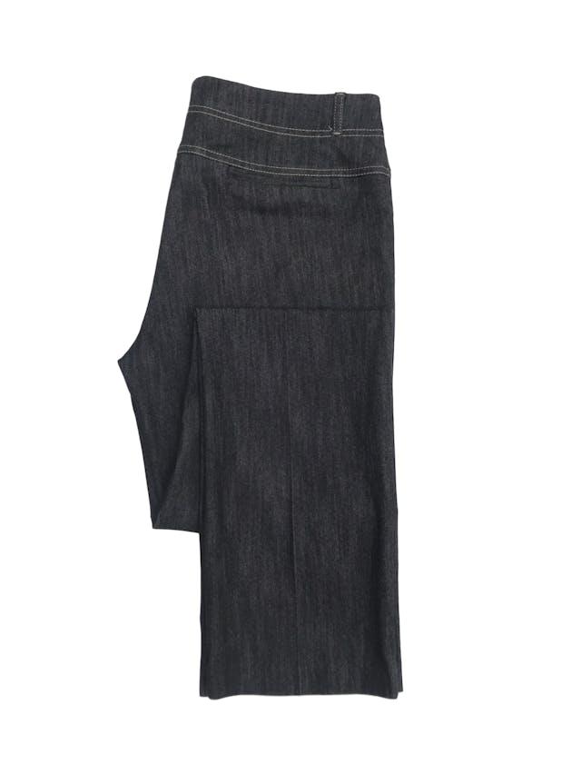 Pantalón jean Marquis grafito con pespuntes crema, corte recto, tiro medio foto 2