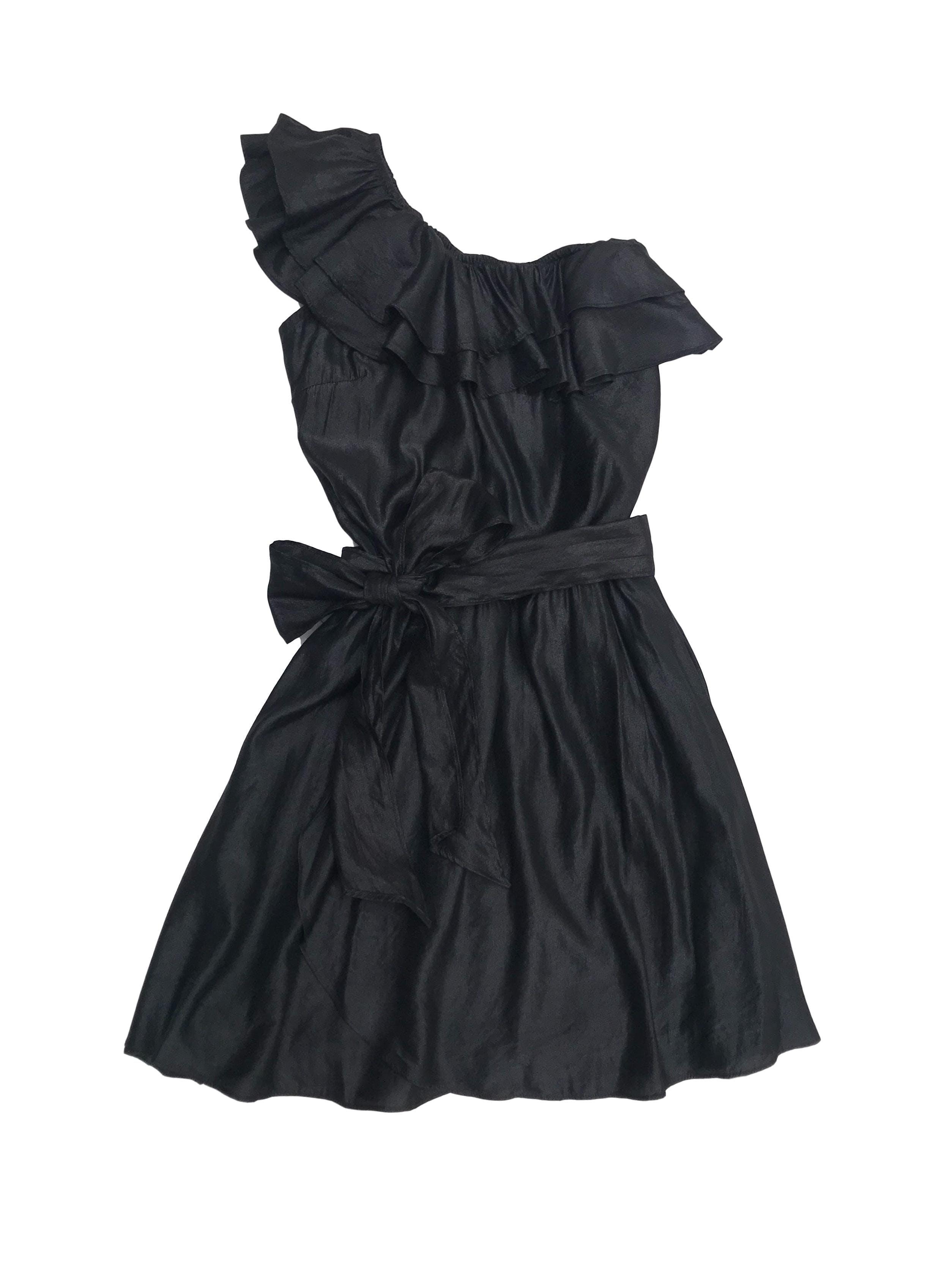 Vestido negro satinado Zazá one shoulder con volantes, forrado, cinto y elástico en la cintura. Largo 80cm