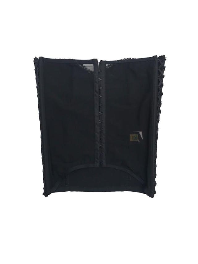 Corsé negro con ribetes de encaje, tul en la espalda, cierra con corchetes y laterales regulables con cinto foto 2
