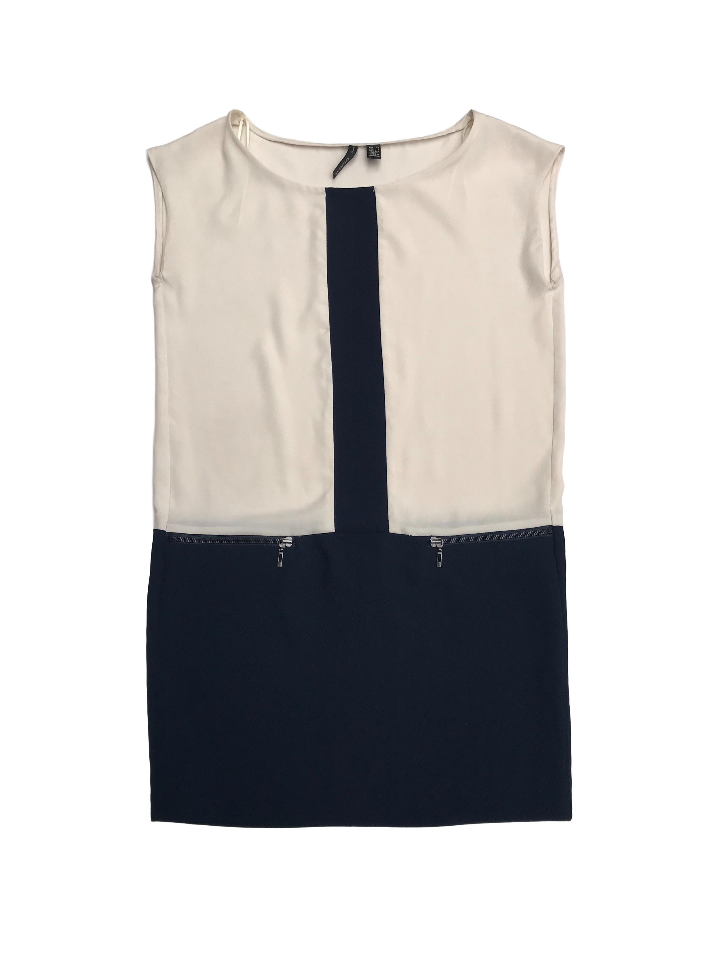 Vestido mini Mango recto de tela tipo crepé crema y azul con detalle de cierres, estilo años 20s. Largo 78cm