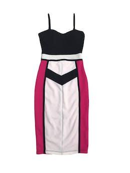 Vestido de tiritas con diseño geométrico en negro, fucsia y blanco, tela texturada foto 1
