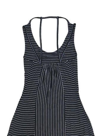 Vestido largo negro con líneas blancas, tiritas en la espalda, falda en A. Tela tipo algodón con linda caída foto 2