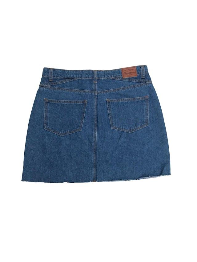 Falda denim Pepe Jeans 100% algodón con abertura y desflecado en la basta. Nueva con etiqueta, precio original S/ 130. Pretina 84cm Largo 42cm foto 2