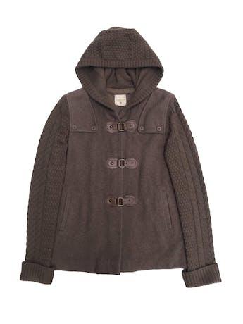 Casaca University club marrón 30% lana, forrada, con mangas y capucha tejidas. Tiene una zona del forro decolorada pero por fuera está perfecta foto 1