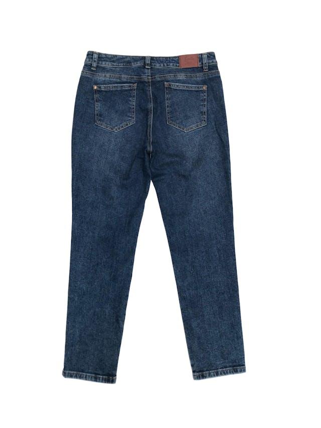 Pantalón boyfriend jean Sybilla 97% algodón con rasgado y bordado delantero. Pretina 80cm Cadera 96cm. Nuevo foto 2