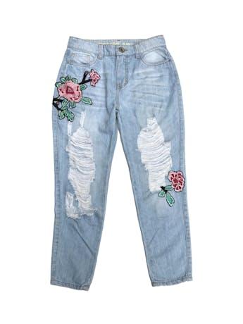 Pantalón jean Denimlab 100% algodón celeste con bordado y rasgado delantero. Pretina 72cm foto 1
