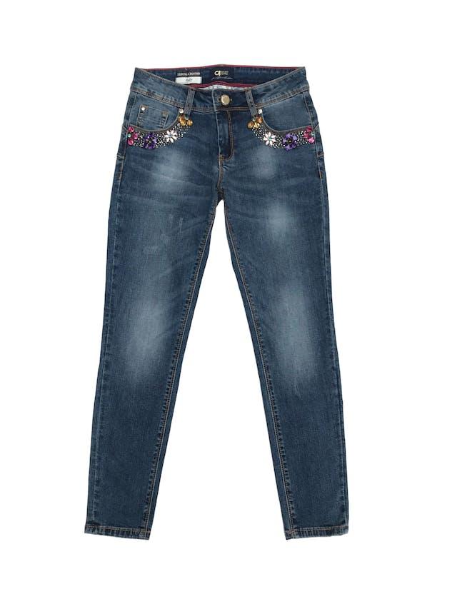 Pantalón Gaudi jean pitillo stretch con aplicaciones de pedrería en los bolsillos, focalizado, nuevo. Cintura 68cm. Precio original S/ 250 foto 1