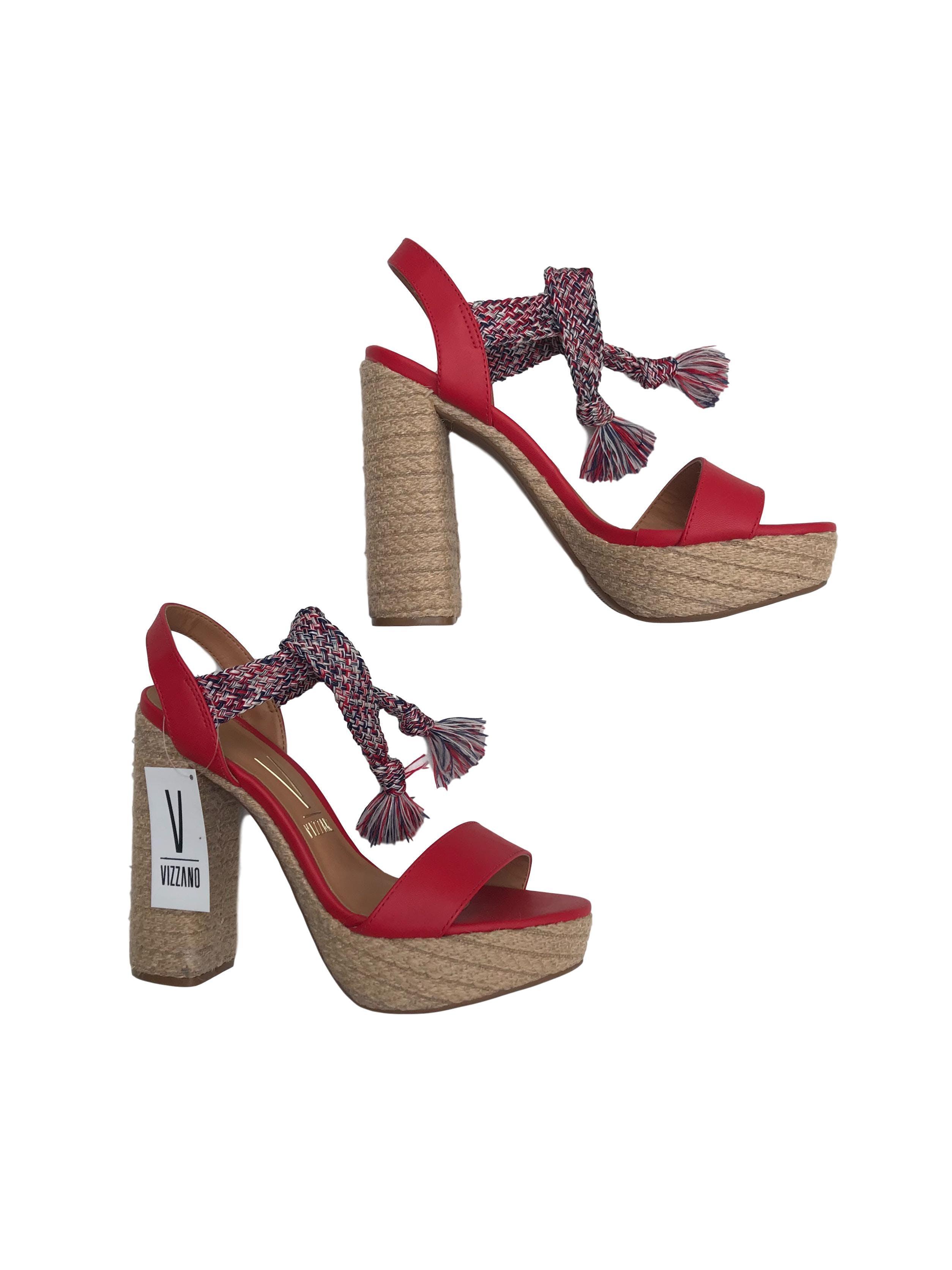 Saldalias Vizzano de cuerina roja con tira trenzada al tobillo, taco grueso 12cm plataforma 3cm. Nuevos con etiqueta. Precio original S/ 149