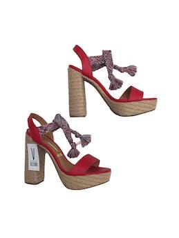 Saldalias Vizzano de cuerina roja con tira trenzada al tobillo, taco grueso 12cm plataforma 3cm. Nuevos con etiqueta. Precio original S/ 149 foto 1