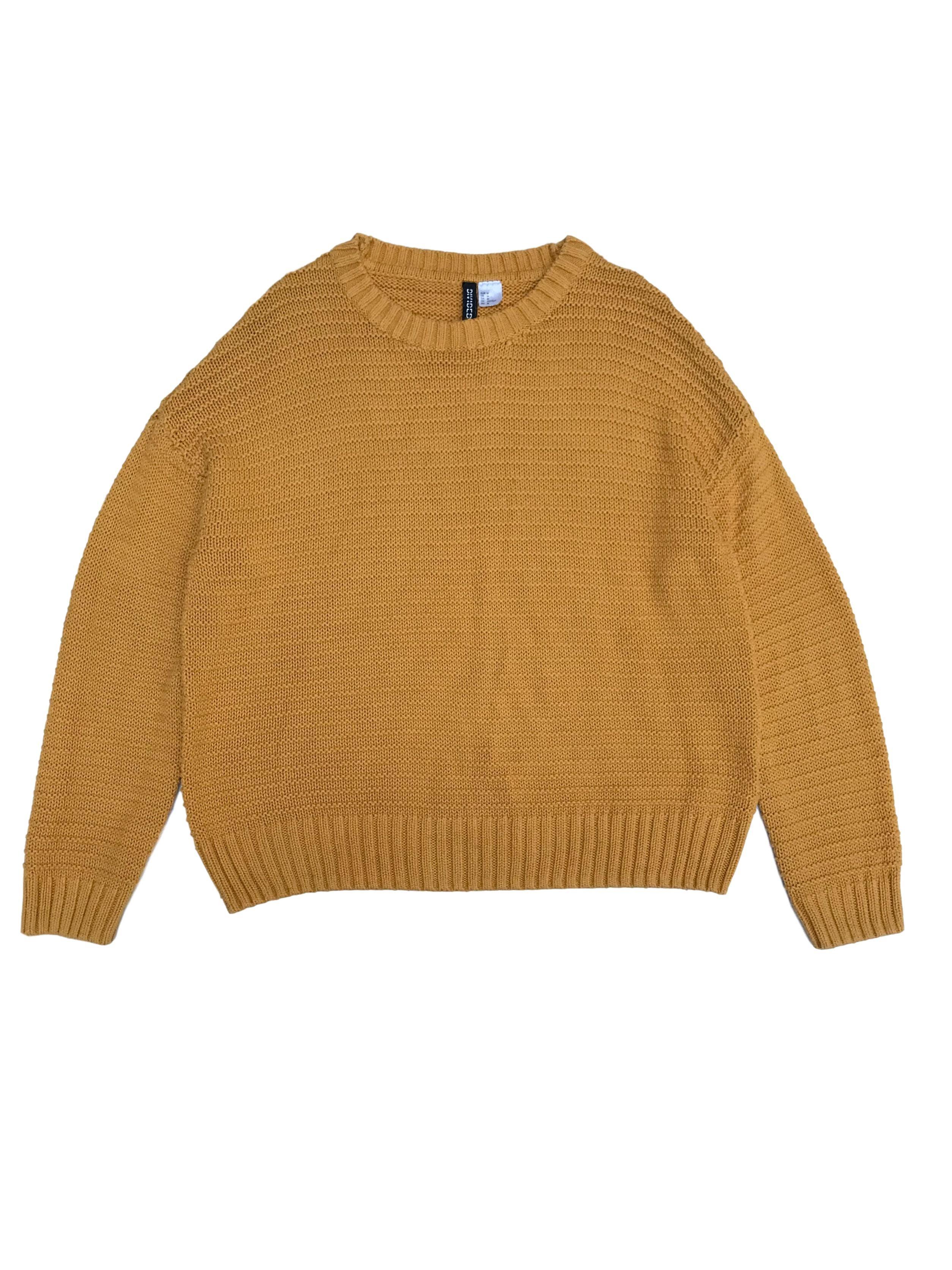 Chompa H&M amarilla con textura y acanalado en cuello, puños y basta.