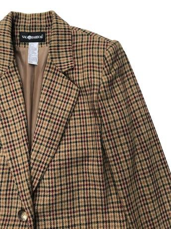 Saco vintage tipo lanilla marrón con líneas verdes y guindas, forrado, de un solo botón. Largo 72cm foto 2