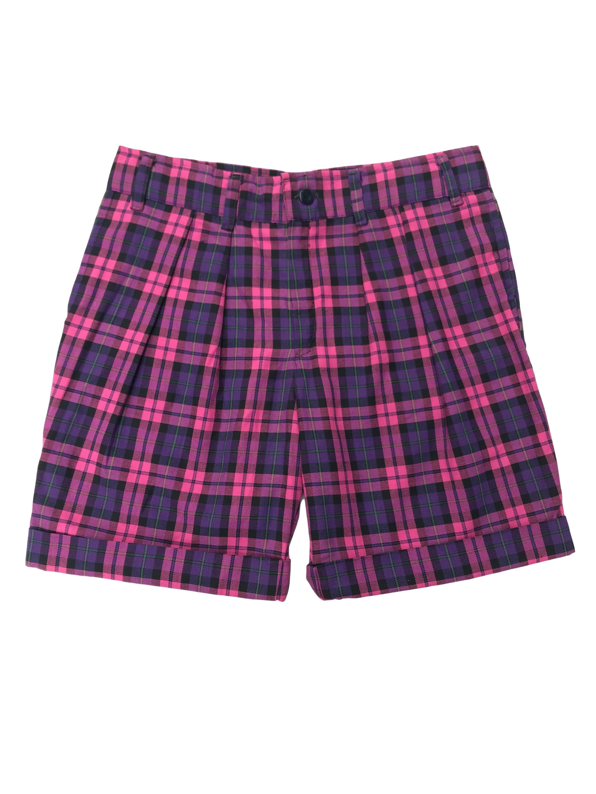 Short a cuadros morados y rosados, con dobladillo en la basta, bolsillos laterales. Pretina 86vm Largo 48cm