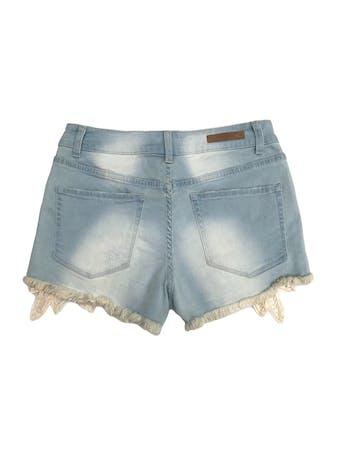 Short jean Index celeste focalizado, con rasgados, deshilachado y encaje en basta, 98% algodón ligeramente stretch. Nuevo con etiqueta. Pretina 72cm  foto 2