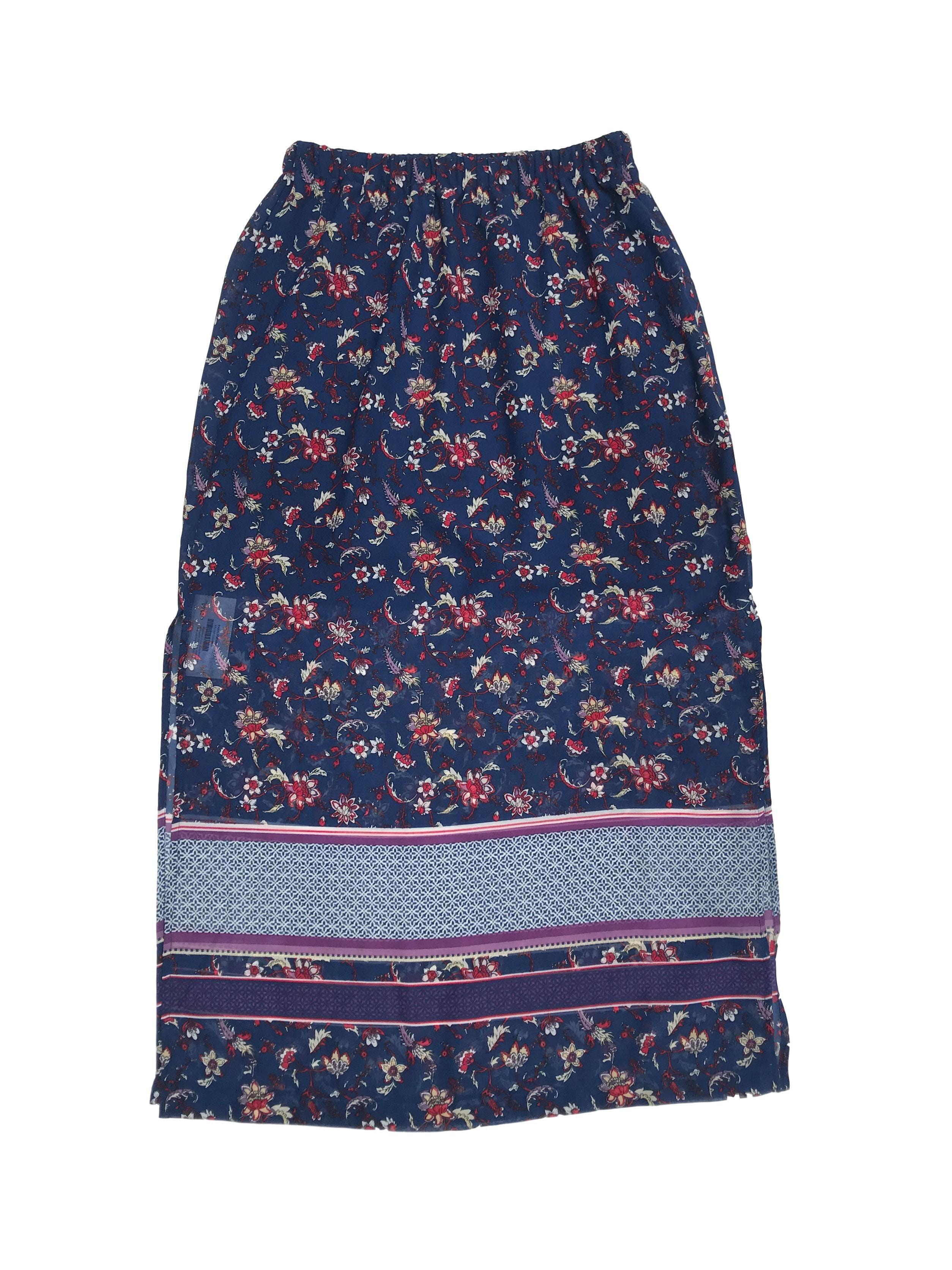 Falda larga de gasa azul con estampado de flores, elástico en la cintura, forro mini y aberturas laterales. Largo 90cm