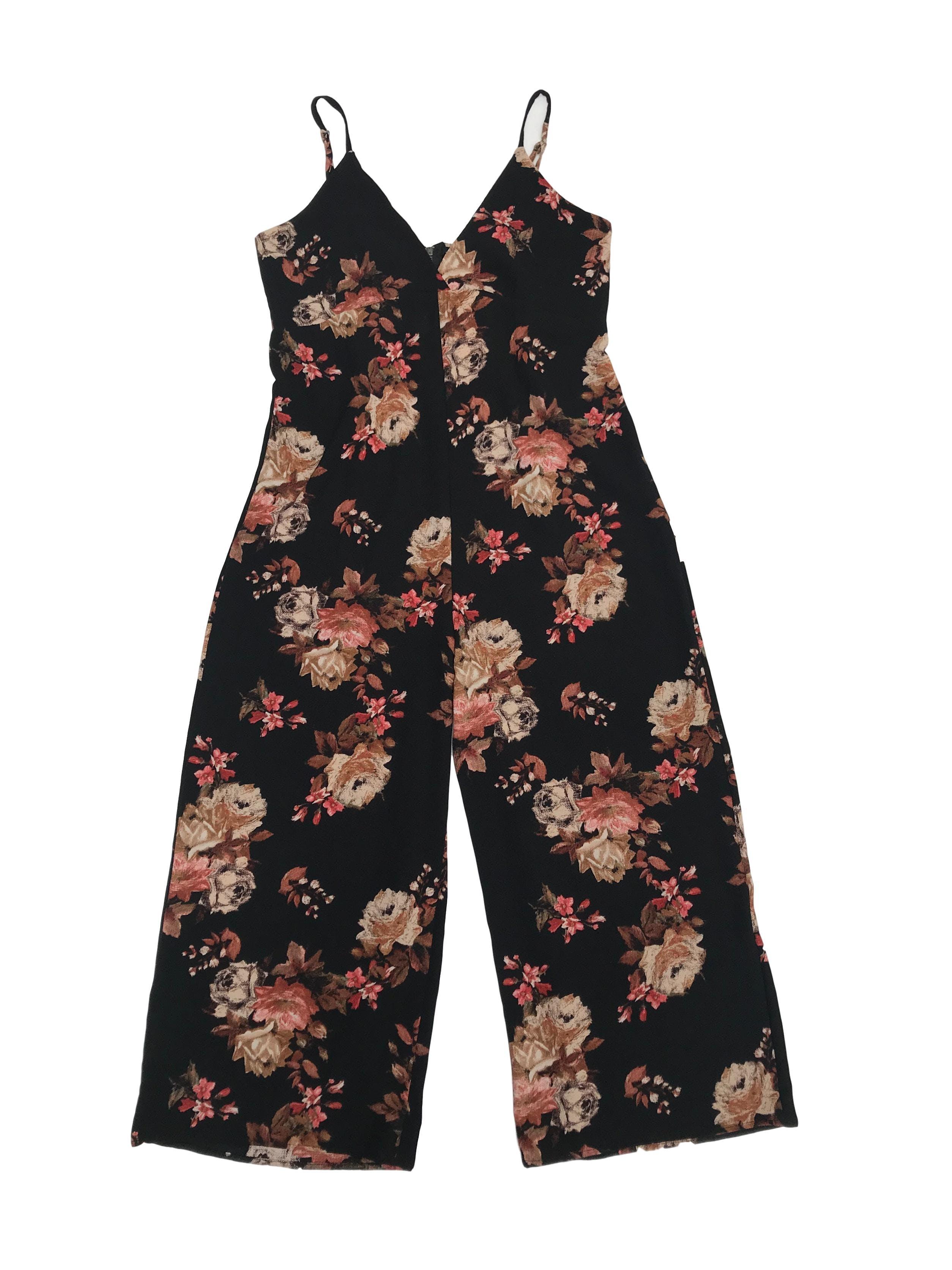 Enterizo culotte Bohem de crepé negro con estampado de flores y cierre en la espalda. Busto 90cm Largo desde sisa 102cm