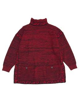 Chompa vintage oversize roja con jaspeado negro, cuello tortuga, bolsillos delanteros y aberturas laterales. Largo 74cm foto 1
