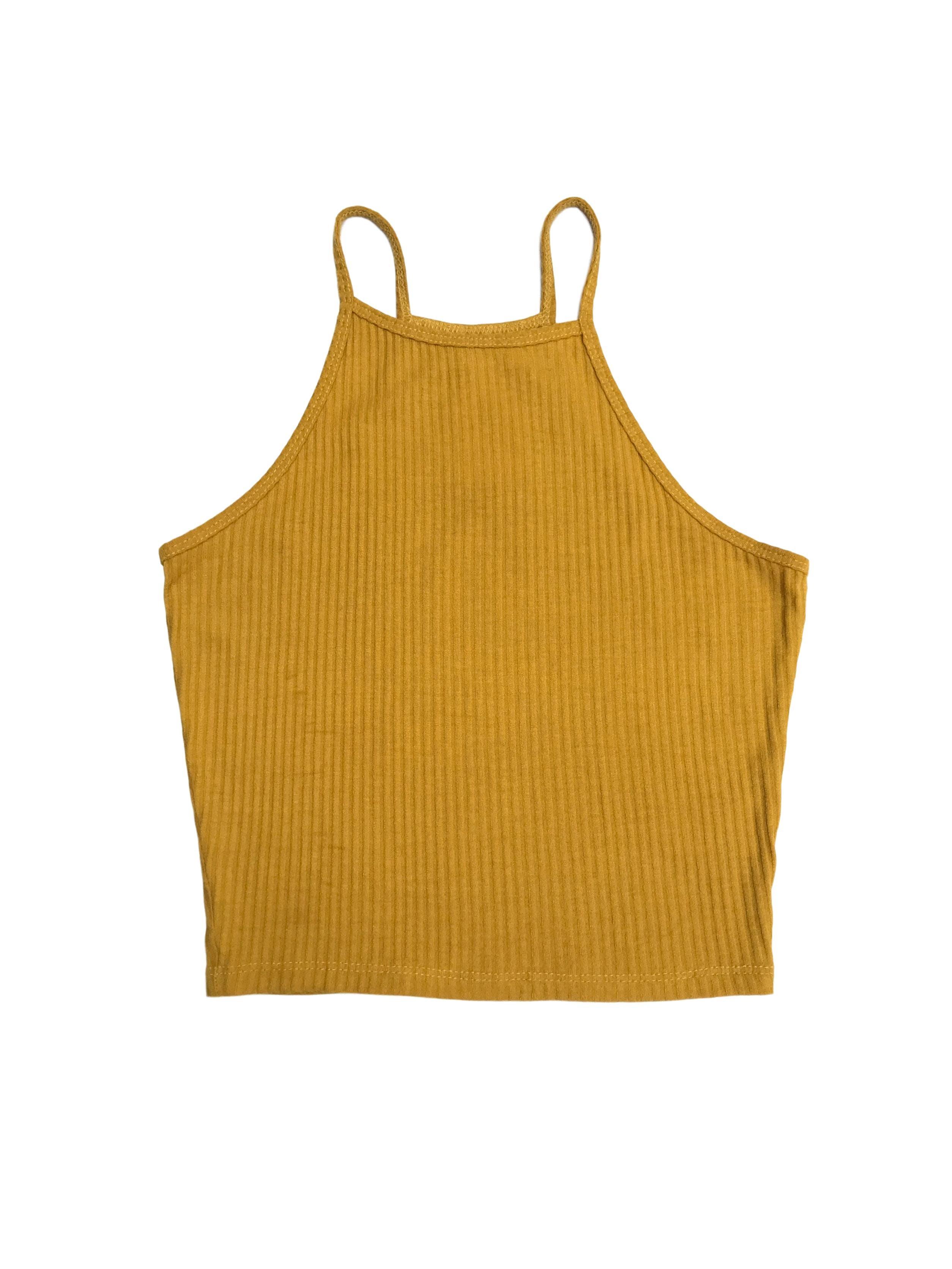 Polo corto amarillo con líneas al tono