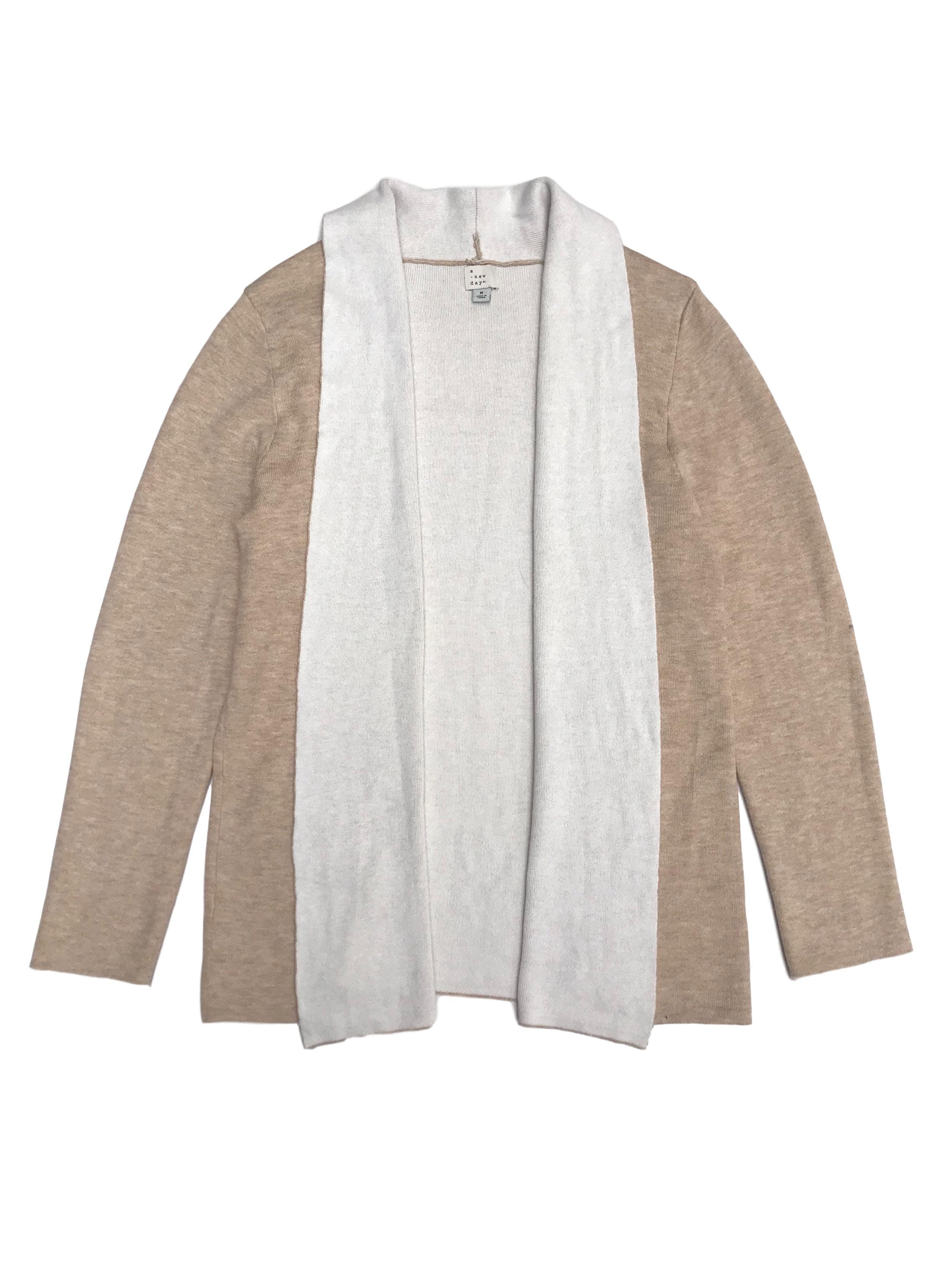 Cardigan beige con ribetes e interior blanco. Rico al tacto. Largo 68cm