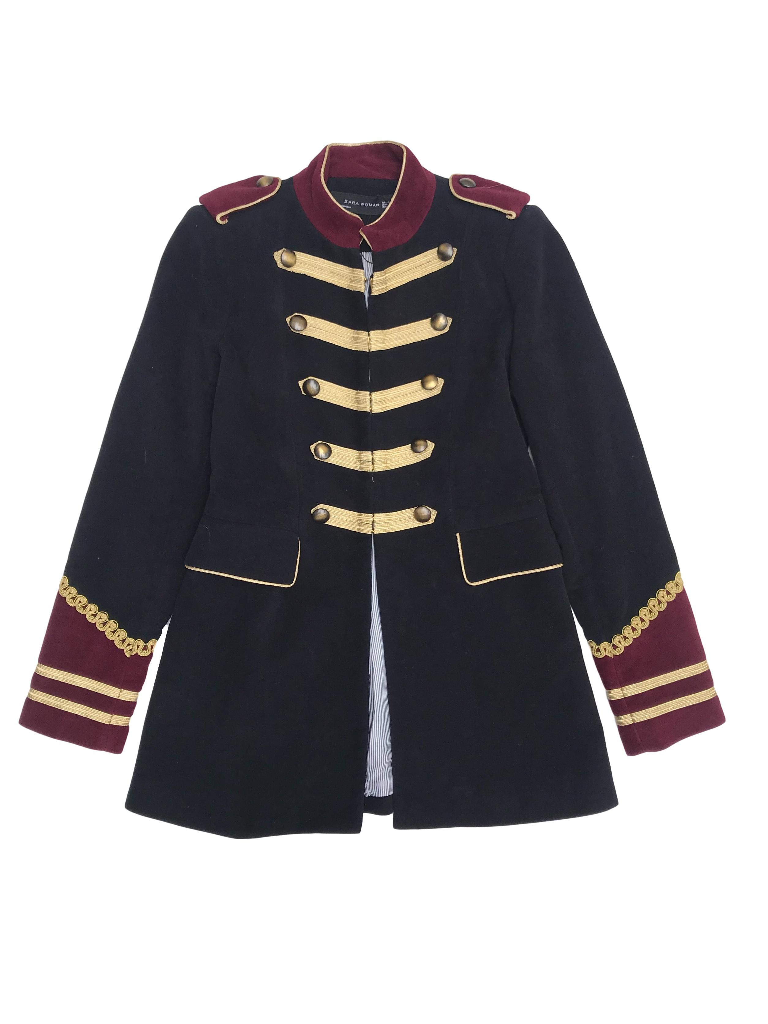 Chaqueta Zara estilo militar, forrada y con bolsillos delanteros. Largo 69cm. ¡Una Pieza!