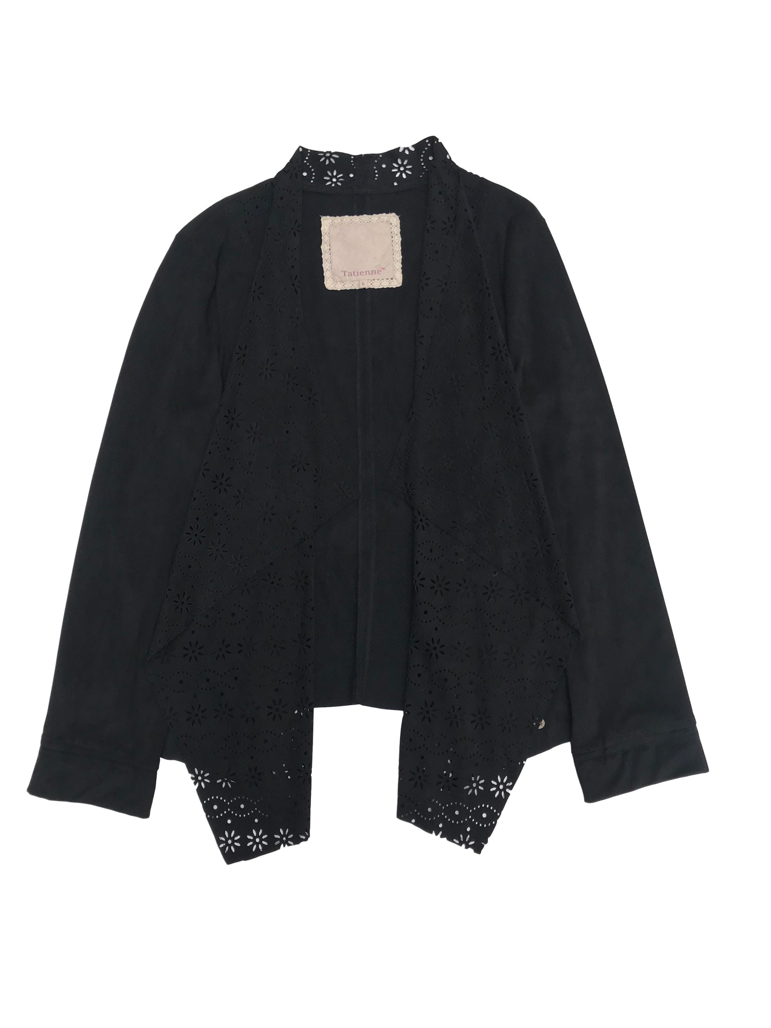 Casaca tipo gamuza negra delgada con delantero asimétrico y detalles calados