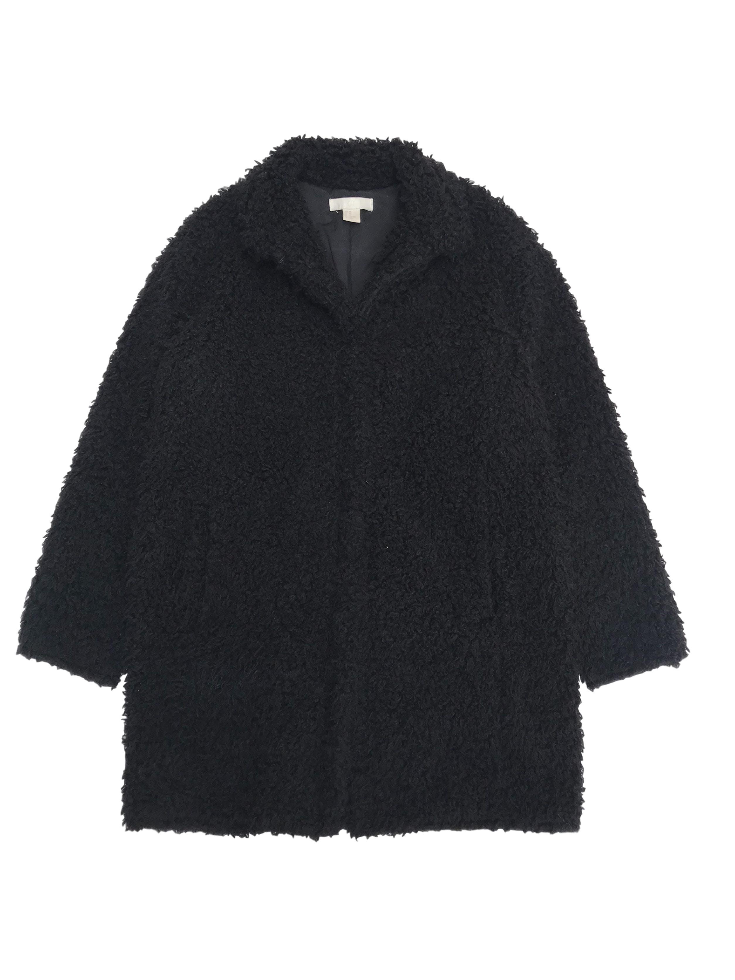 Abrigo H&M borreguito negro forrado y con bolsillos laterales. Largo 76cm. Precio original S/ 280