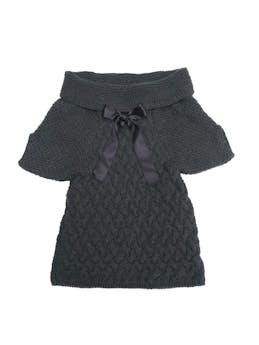 Chompa Maria Bonita Extra de tejido grueso gris, cuello bote con cinto negro. Rica al tacto. Precio original $130 foto 1