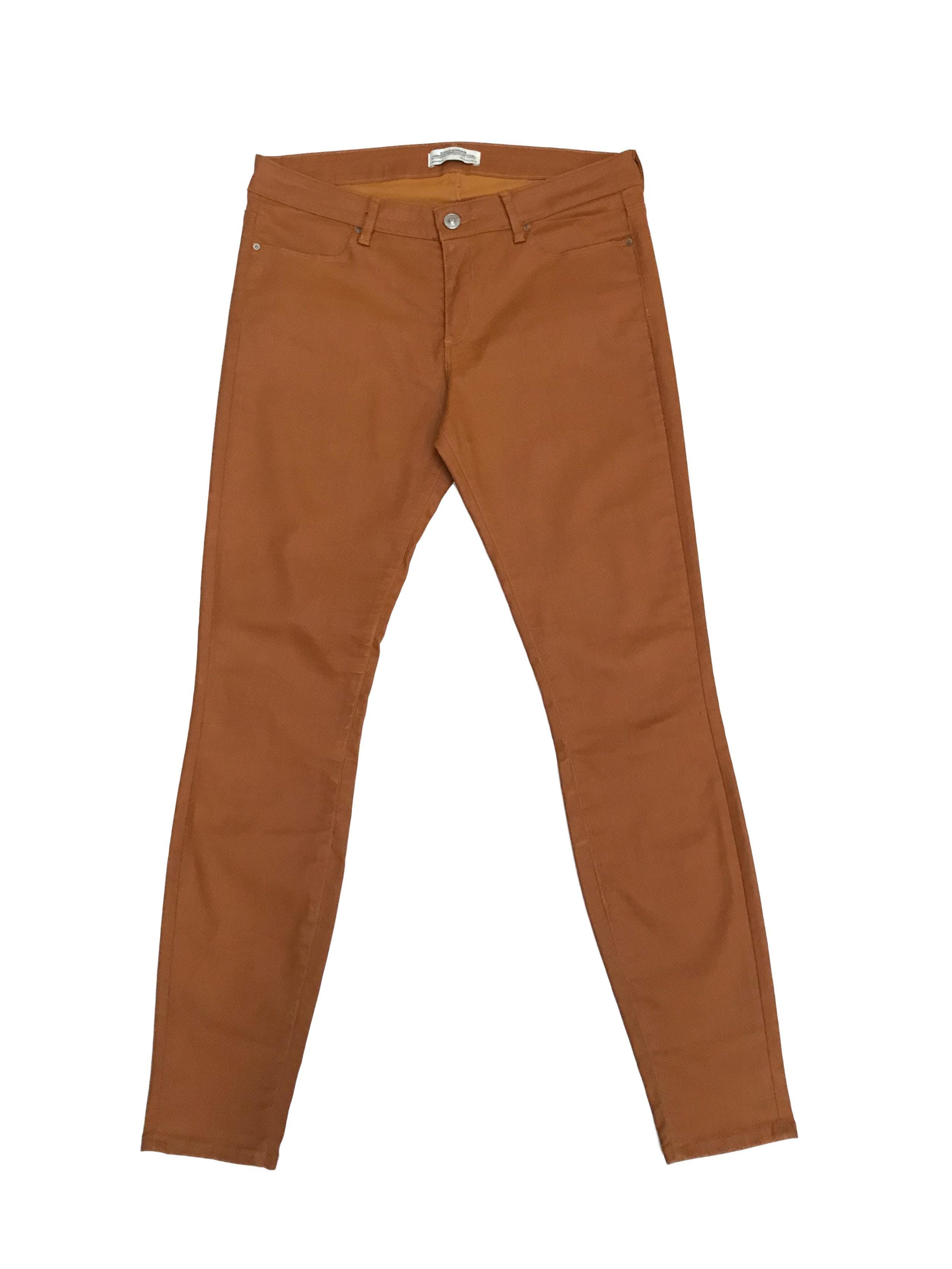 Pantalón Zara efecto cuero camel. Pretina 74cm