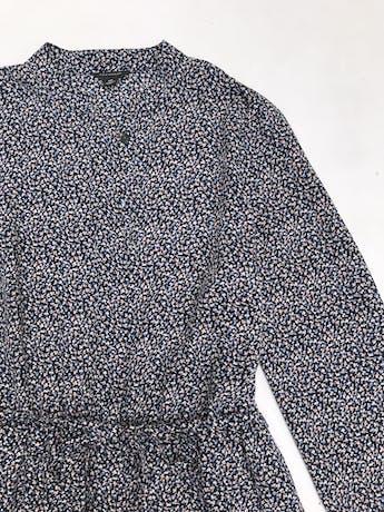 Vestido Ann Taylor azul con mini print florcitas, cuello nerú, botones a lo largo, elástico en la cintura y forro en la falda. Busto 90cm Cintura 68 (sin estirar)Largo 87cm. Precio original S/ 500 foto 2