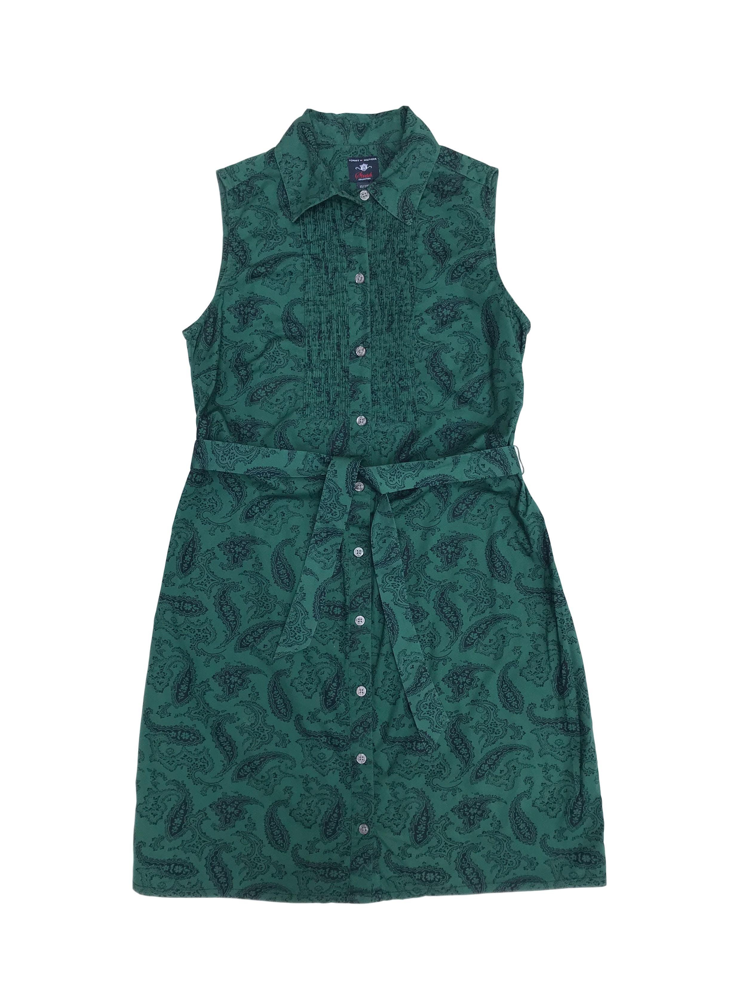 Vestido Tommy Hilfiger 97% algodón verde con estampado paisley azul, camisero con cinto para amarrar. Busto 90cm Largo 85cm. Precio original S/ 380