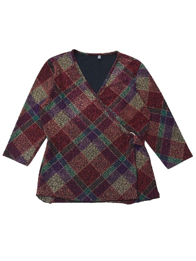 Blusa vintage multicolor, cruzado con hebilla de color, manga 3/4, stretch.  foto 1