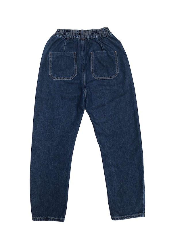 Jean Zara a la cintura 100% algodón, bolsillos delanteros, laterales y traseros, pretina ligeramente elástica (60cm sin estirar). Largo 90cm. Precio original S/ 159 foto 2