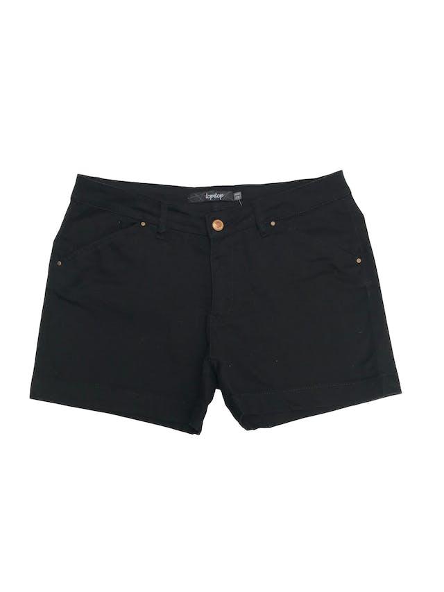 Short negro 98% algodón con bolsillos y botones dorados. Pretina 78cm  foto 1