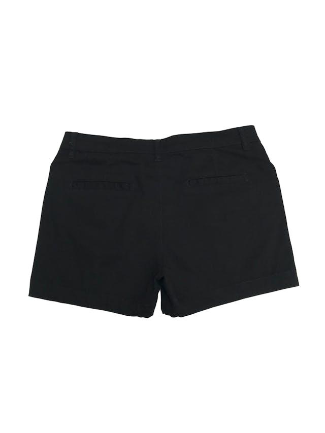 Short negro 98% algodón con bolsillos y botones dorados. Pretina 78cm  foto 2