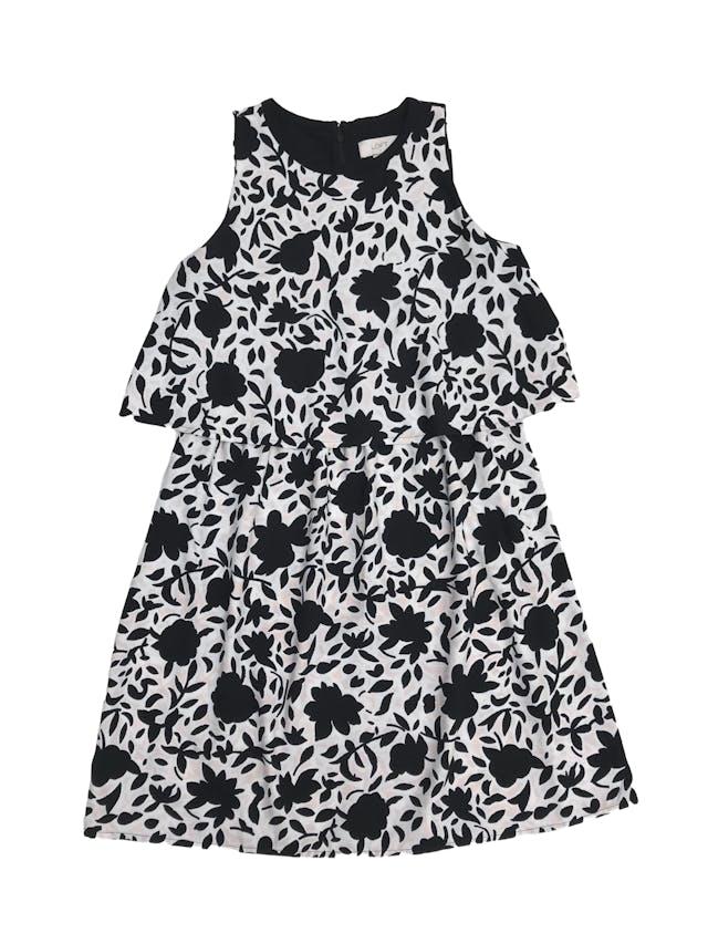 Vestido Loft rosa bebe con estampado de flores negra y blancas, con volante en el pecho y cierre en la espalda. Busto 92cm Largo 85cm. Precio original S/ 300 foto 1