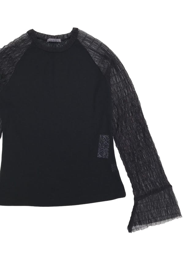 Blusa Marquis negra stretch con mangas de tul  foto 2