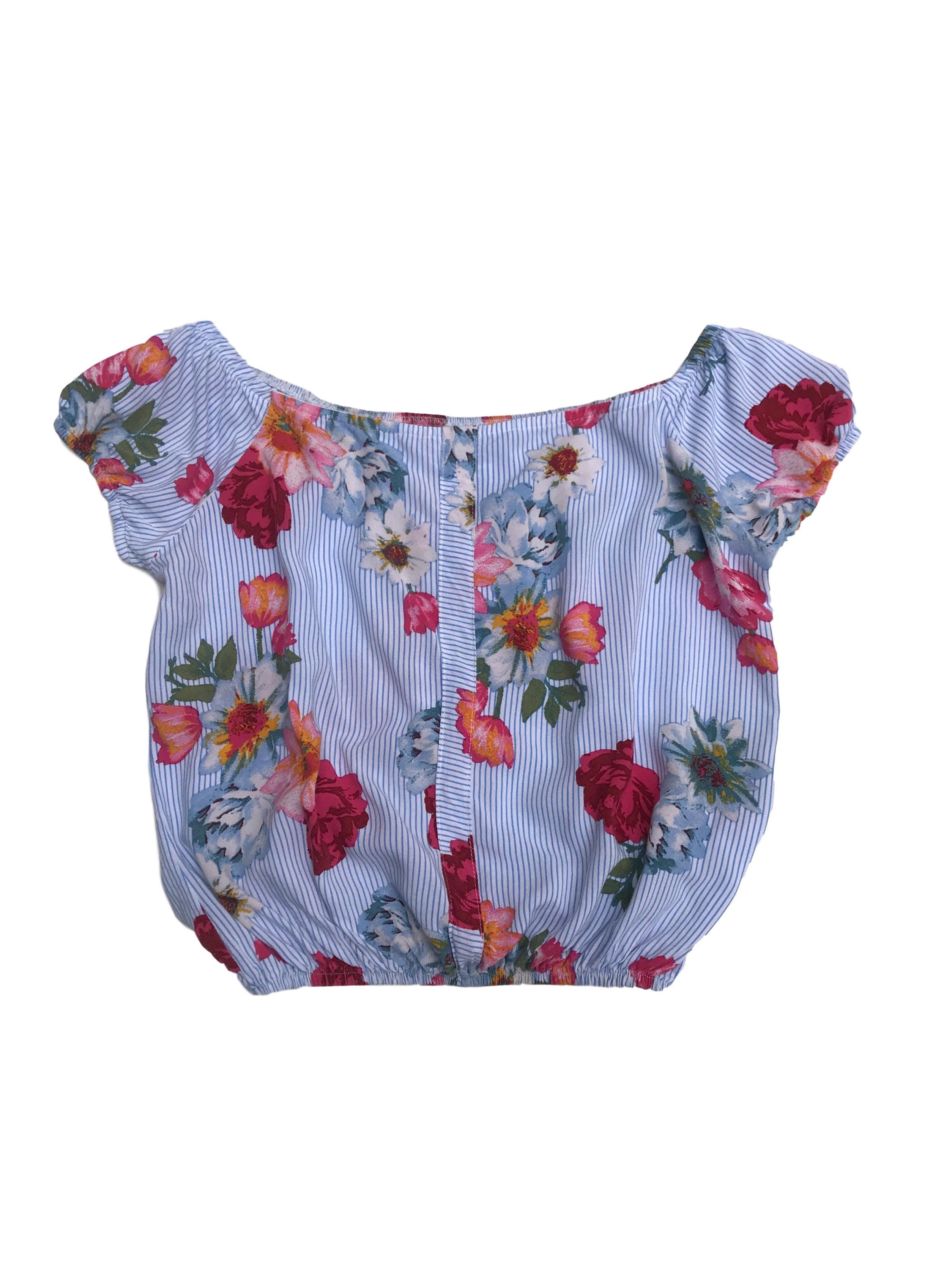 Blusa blanca con líneas celestes y estampado de flores, off shoulder