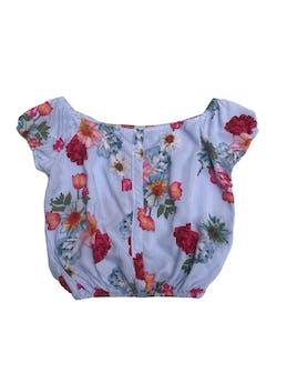 Blusa blanca con líneas celestes y estampado de flores, off shoulder  foto 1