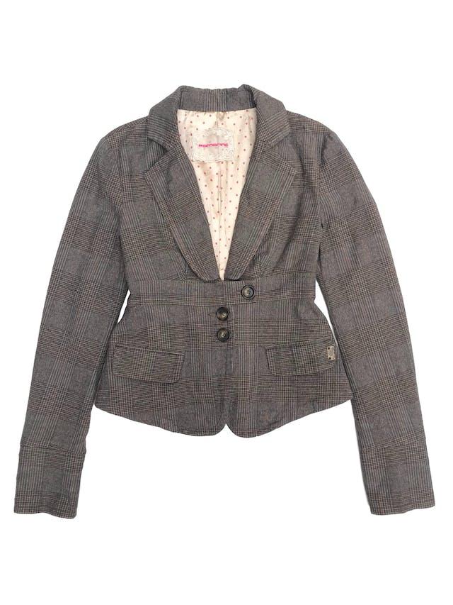 Casaca Fornarina 98% algodón en tonos marrones, forrado, con solapas y botones delanteros. Busto 88cm foto 1