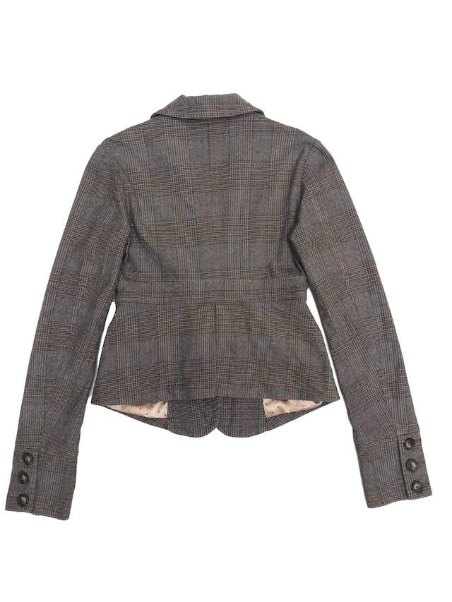 Casaca Fornarina 98% algodón en tonos marrones, forrado, con solapas y botones delanteros. Busto 88cm foto 2