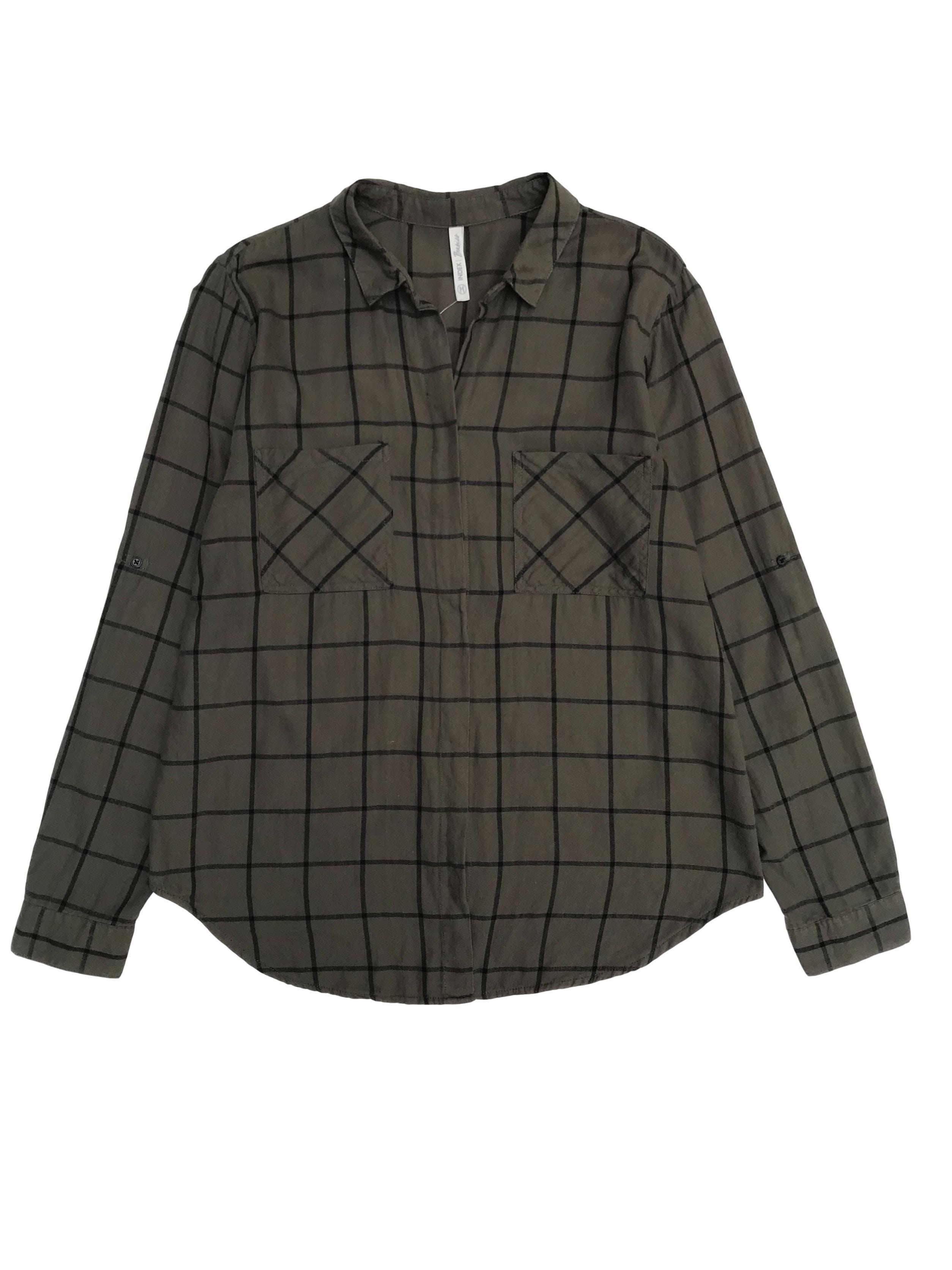 Camisa verde a cuadros negros con bolsillos y botones delanteros