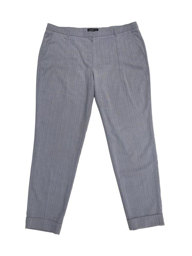 Pantalón de vestir Mango en tonos plomos, corte slim con bolsillos laterales y dobladillo en la basta. Pretina 90cm Cadera 110cm foto 1