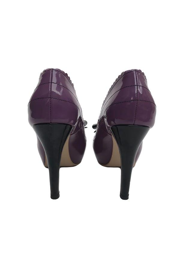 Zapatos Bipolar de cuero charol morado con lazo y taco negro (10cm y 3cm de plataforma). Perfecto estado, solo una puesta. Vienen en caja. Precio original S/ 550  foto 3