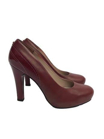 Zapatos Paez de cuero con taco charol (10.5cm y 2cm de plataforma). Buen estado 9/10. Precio original S/ 350  foto 1