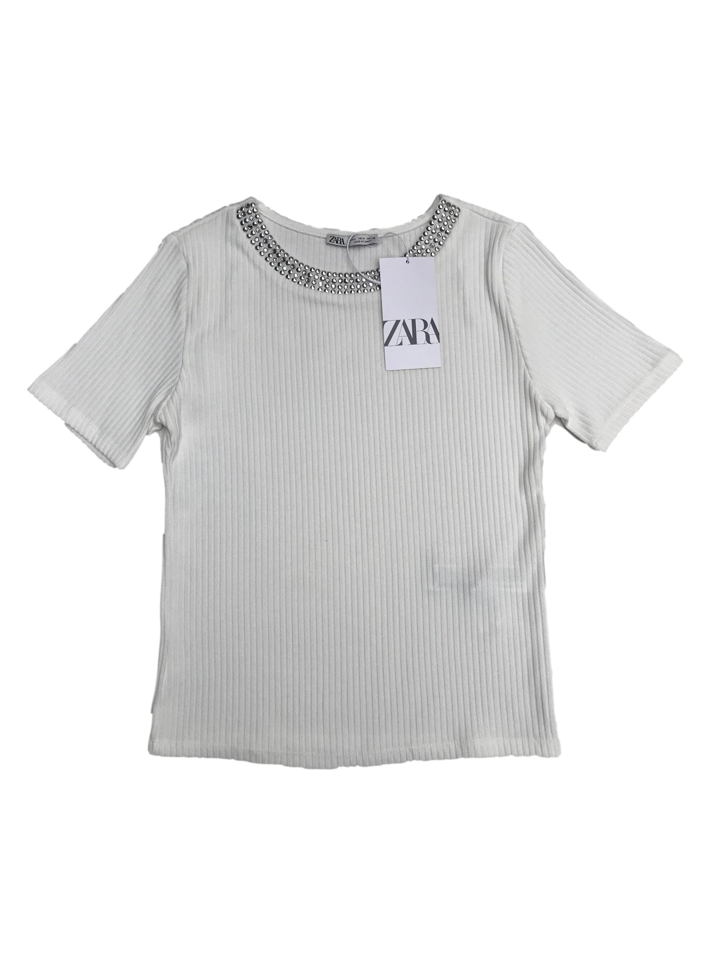 Polo canalé Zara con aplicaciones en el cuello. Nuevo con etiqueta