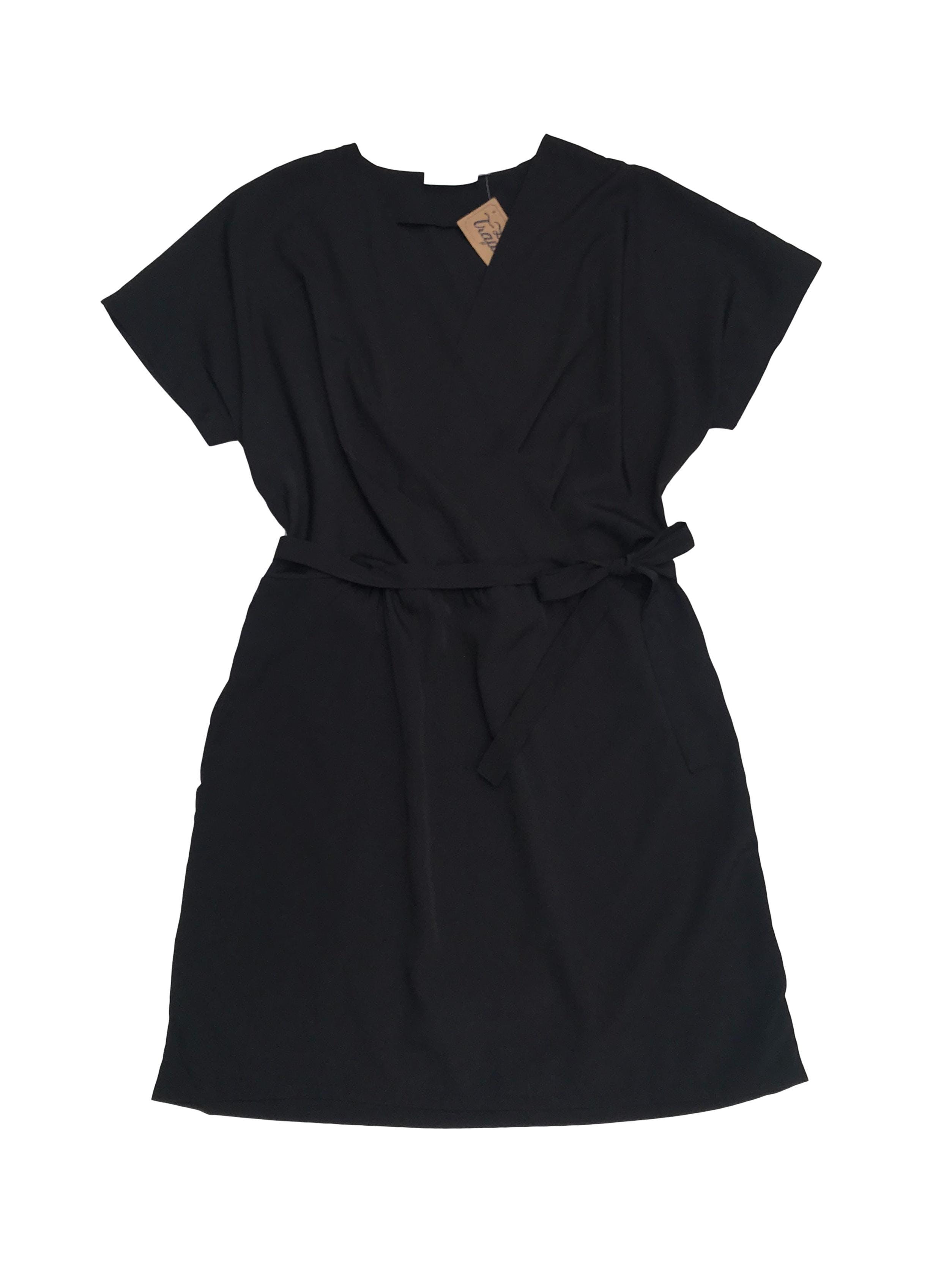 Vestido RD Style de tela plana negra con delantero cruzado y cinto para amarrar. Largo 80cm