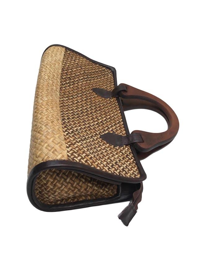 Cartera hawaii tejido de paja con asas de madera, un compartimento con forro y cierre. Medidas 32x16x12 foto 2