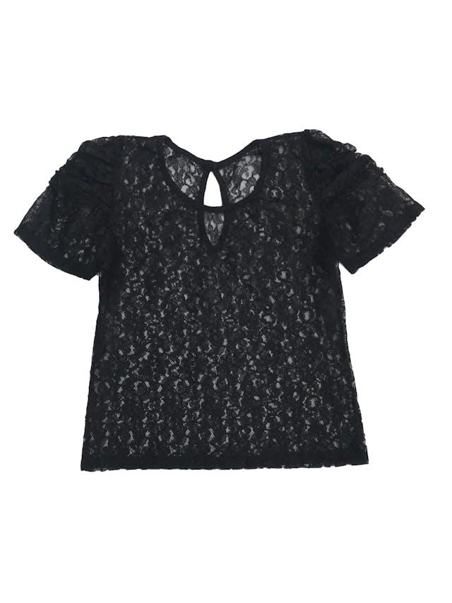 Blusa de encaje negro con pliegues en las mangas y escote gota en la espalda foto 1
