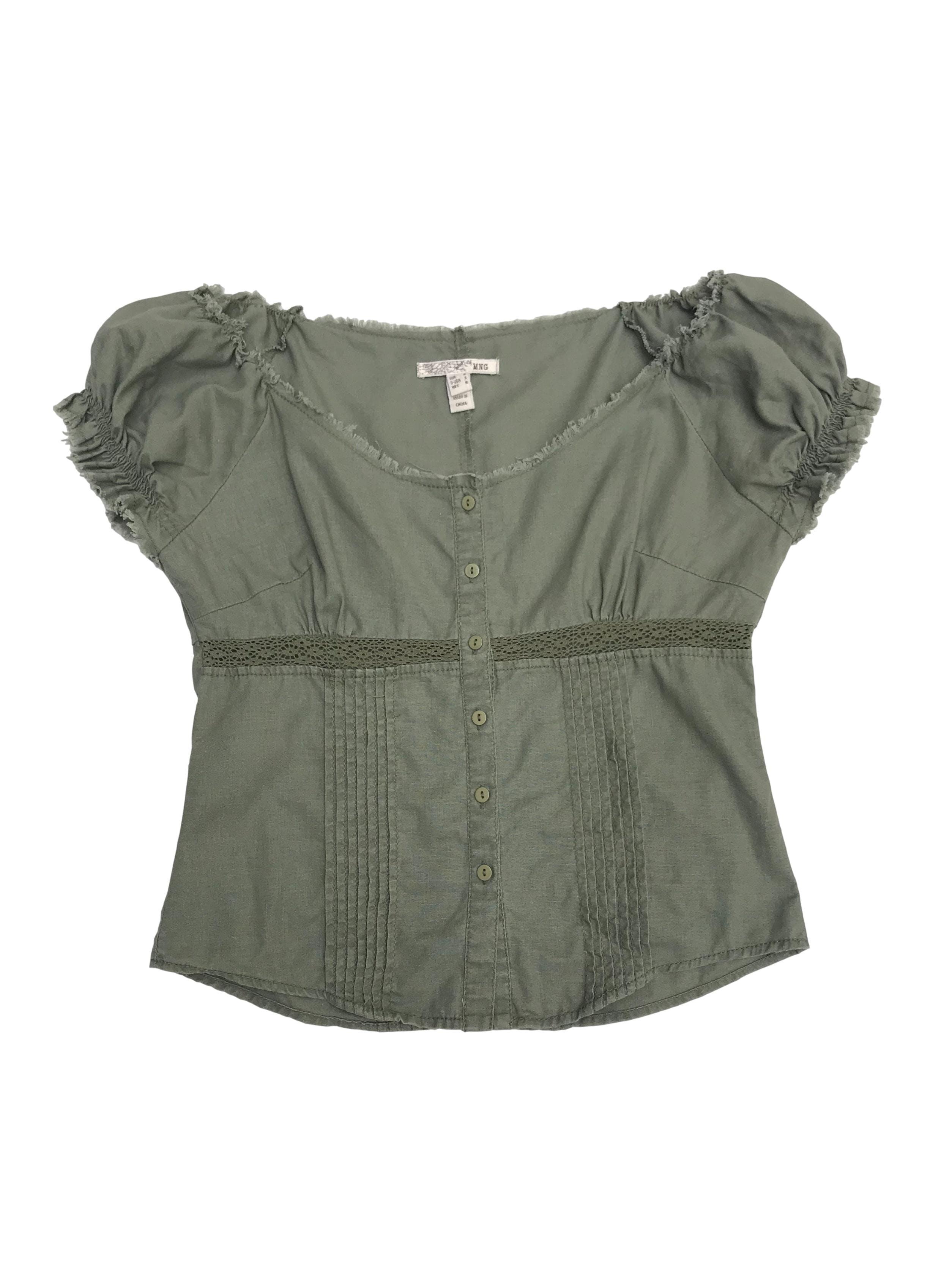 Blusa Mango de lino y algodón verde, cuello ojal, detalles plisados de encaje y desflecado