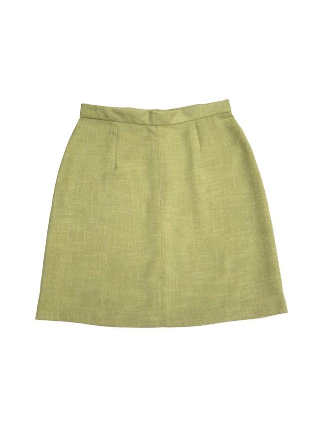Falda de lino verde con cierre y botónposterior. Color hermoso. Cintura 68cm Cadera 92cm Largo 46cm foto 1